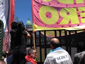 FAGDUT presente en la marcha en la plaza de los dos Congresos.