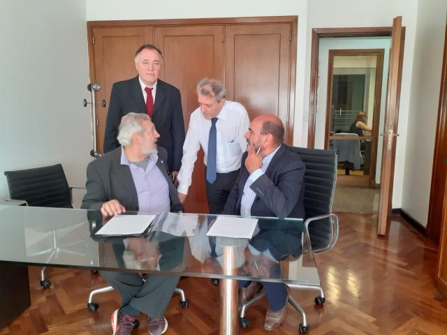La firma del contrato se llevó a cabo en la Sede de Rectorado