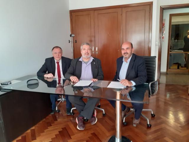 Nuestros Secretarios General y Adjunto en la firma del comodato junto a autoridades de Rafaela